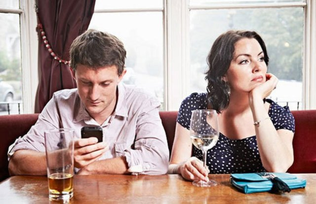 No-Cell-Phones-at-the-dinner-table-cover_uydltv